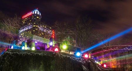 Photo pour NIAGARA FALLS - 28 NOVEMBRE 2013 : Fallsview Casino Resort à Niagara Falls, Canada. Ce complexe d'un milliard de dollars est l'un des plus importants développements commerciaux au Canada. . - image libre de droit