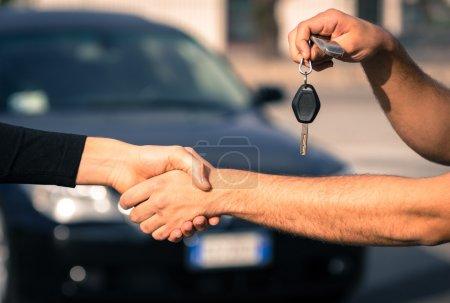 Photo pour Vente de voitures - image libre de droit