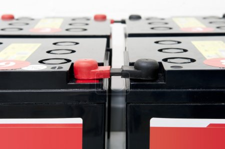 Photo pour Batteries d'alimentation sans interruption avec pôles plus moins - image libre de droit