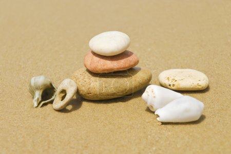 Photo pour Équilibre, pierres zen - image libre de droit