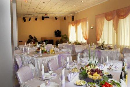 Photo pour Ensemble de table pour une fête d'événement ou une réception de mariage - image libre de droit