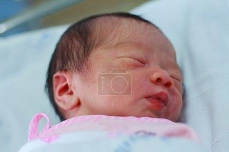 Photo pour Mignon nouveau-né asiatique bébé gros plan en Thaïlande - image libre de droit