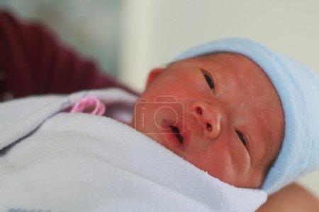 Photo pour Nouveau-né bébé asiatique mignon bouchent en Thaïlande - image libre de droit