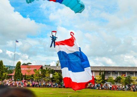 Photo pour Les parachutistes thailand - image libre de droit