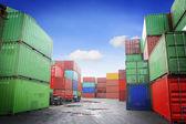 Skládaný nákladní kontejnery v skladovacím prostoru nákladní přístav terminál