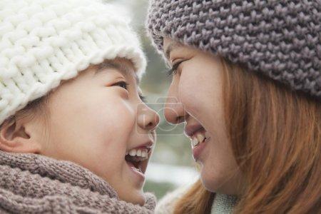 Photo pour Portrait de nez à nez de mère en fille - image libre de droit