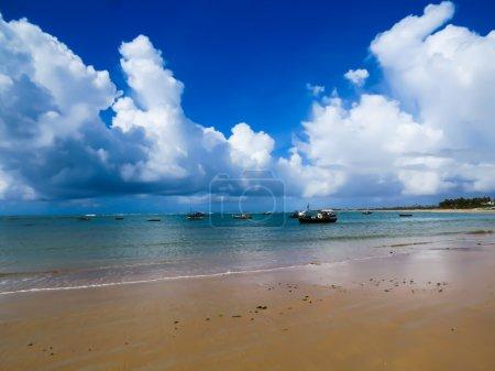 Photo pour Plages paradisiaques avec de beaux paysages, climat tropical et soleil chaud au Brésil . - image libre de droit