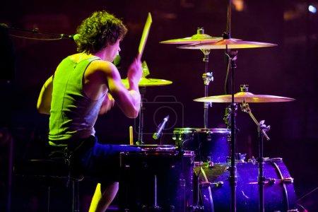 Photo pour Quincy, wa - 26 juillet 2006 : batteur pour le groupe relient k effectue à création nw, un festival de concerts chrétiens de 4 jours à l'amphithéâtre de la gorge à washington. - image libre de droit