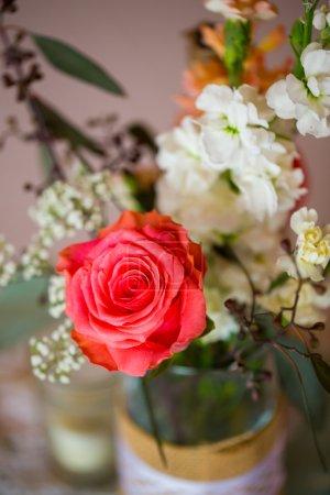 Photo pour Gros plan d'un faire vous-même morceau de décoration de mariage . - image libre de droit