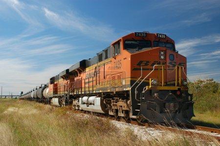Photo pour Locomotives diesel GE Evolution ES44DC-7435 et ES44DC-7302, Texas City, Texas, USA - image libre de droit