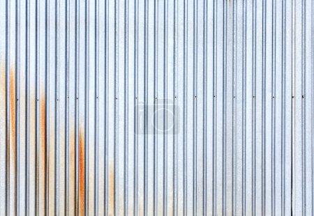 Photo pour Surface de métal industriel profilée rouillée - image libre de droit