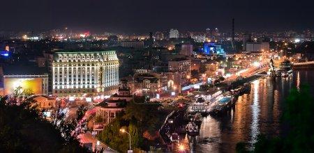 Photo pour Scène de nuit de kiev, ukraine - image libre de droit