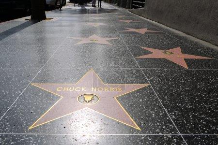Photo pour L'étoile de Chuck Norris sur Hollywood Walk of Fame au Hollywood Boulevard à Los Angeles - image libre de droit