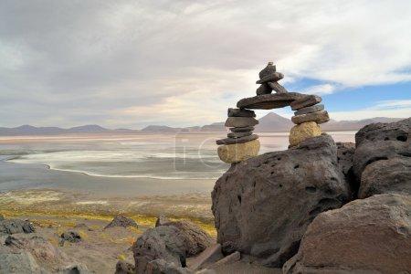Photo pour Formation de pierres dans la laguna colorada près de salar uyuni, Bolivie - image libre de droit