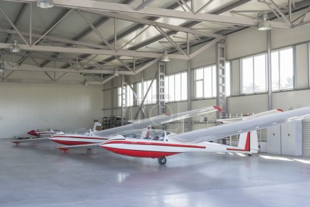 Gliders in air dock