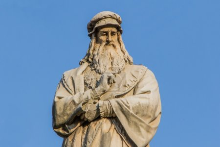 Statue of the famous scientist Leonardo da Vinci a...