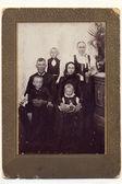 Archvive zarámovanou rodinnou fotografii