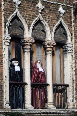 Photo pour Carnaval ingericht windows en balkons in eiland murano in Venetië - image libre de droit