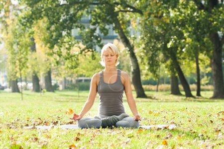 Yoga Ardha Padmasana