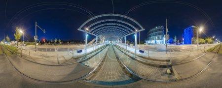 Photo pour Arrêt de tram à Hanovre. panorama de 360 degrés de soirée. - image libre de droit