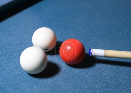 Carambole balls and cue near rail