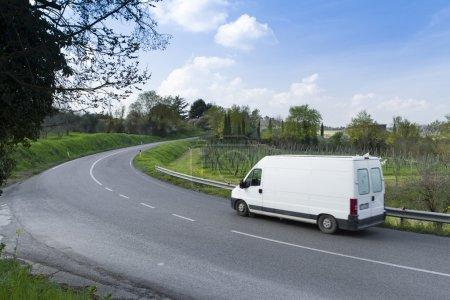 Photo pour Camion sur la route en Italie, en Toscane - image libre de droit