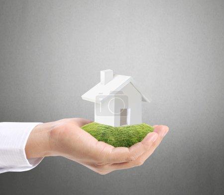 Photo pour Maison de dépôt représentant l'accession à la propriété et l'activité immobilière - image libre de droit