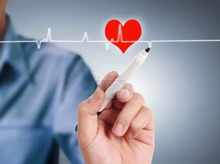 Photo pour Symbole du coeur dessin au tableau blanc interactif - image libre de droit