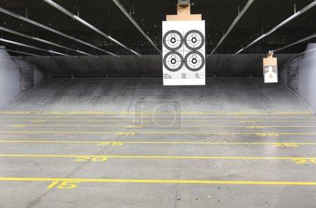 Photo pour Lignes cibles dans un champ de tir - image libre de droit