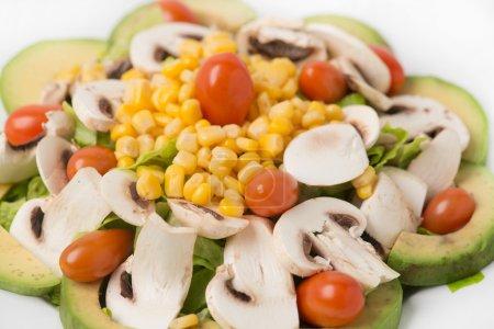 Salade de légumes à l'avocat