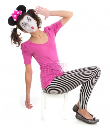 Photo pour Fille en costume Mickey Mouse posant en studio . - image libre de droit