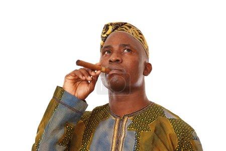 Photo pour Portrait d'un jeune afro-américain avec cigarette - image libre de droit