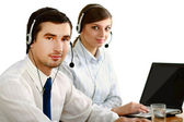 Mladí lidé, pracující v call centru
