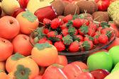 Barevný obrázek různých druhů ovoce