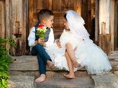 Děti milují pár po svatbě