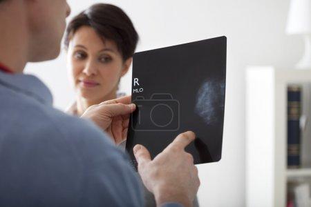 Photo pour Résultat de la mammographie - image libre de droit