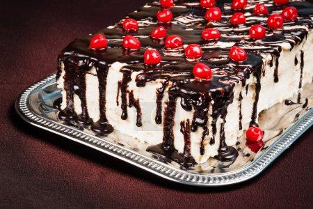 Photo pour Gâteau au chocolat succulent aux baies fraîches - image libre de droit