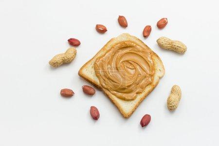Photo pour Beurre d'arachide sur des toasts - image libre de droit