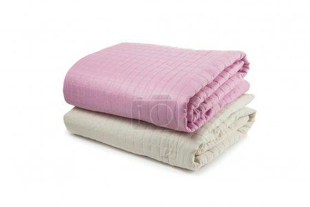 Photo pour Housses de lit rose et beige - image libre de droit
