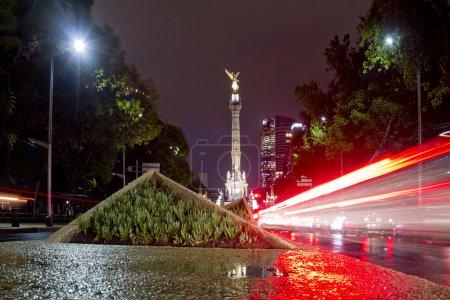 Photo pour L'ange de l'indépendance (colonne de la victoire) sur paseo de la reforma dans centre ville de mexico, Mexique - image libre de droit