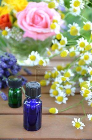Photo pour Fleurs à base de plantes et huiles essentielles - image libre de droit