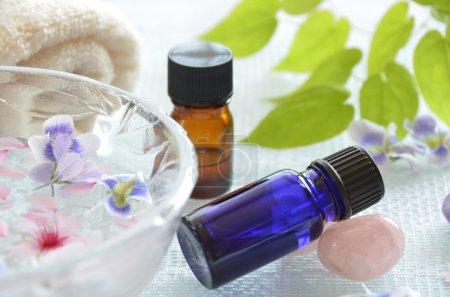 Photo pour Huiles essentielles pour le traitement d'aromathérapie - image libre de droit