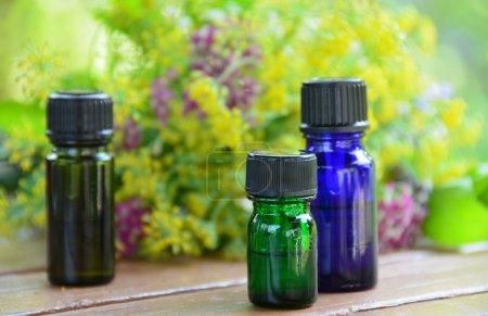 Photo pour Traitement d'aromathérapie avec des fleurs à base de plantes - image libre de droit