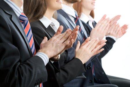 Photo pour Les gens d'affaires heureux applaudissent - image libre de droit