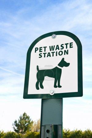 Photo pour Gros plan sur un signe pour vos déchets animaliers. - image libre de droit