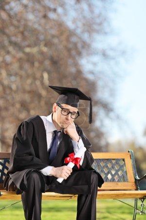 Étudiant diplômé inquiet