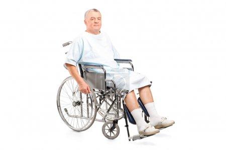 Paciente masculino en silla de ruedas