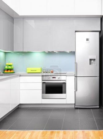 Photo pour Vue d'un intérieur de cuisine moderne - image libre de droit