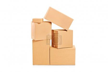 Photo pour Une photo de studio de nombreuses boîtes de papier isolé sur fond blanc - image libre de droit