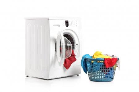 Washing machine and laundry bin